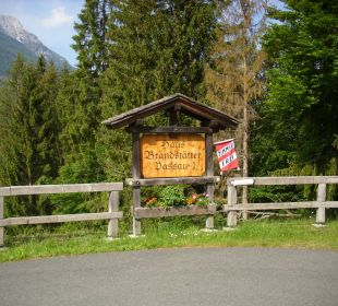 Am Eingang zum Grundstück Haus Brandstätter