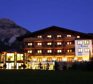 Der Almhof am Abend Hotel Almhof