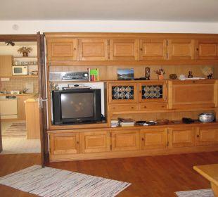 Die Schrankwand mit Fernseher im Wohnzimmer