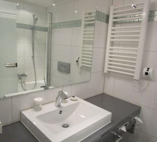Das Bad - mit Badewanne Hotel Palace Berlin