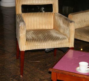 Versiffte Stühle in der Lobby
