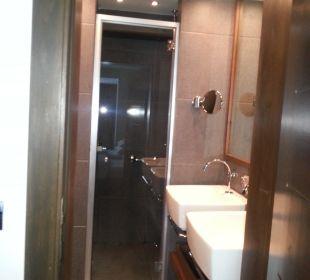 2 Waschbecken & Dusche Hotel Avala