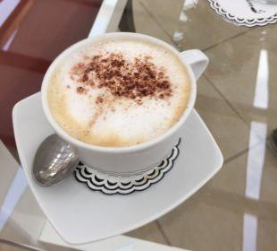 Cappuccino im Cafe Sissi - lecker! TUI MAGIC LIFE Kalawy