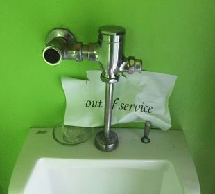 Defektes Urinal La Flora Resort & Spa