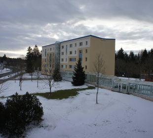 Blick aus uns. Zimmer z. Nebengebäude m. Verb.gang IFA Schöneck Hotel & Ferienpark