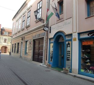 Straße vor Hotel