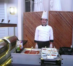 Koch bei der Nudelzubereitung in Variationen Hotel Narcia Resort Side