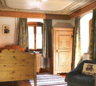 Historisches Zimmer mit bemalter Decke Swiss-Historic-Hotel Münsterhof