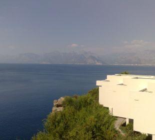Sicht vom Pool auf die Berge Hotel Divan Antalya Talya