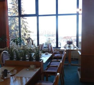 Frühstücksraum mit Ferngläsern zum Schiffe gucken Hotel Wald und See