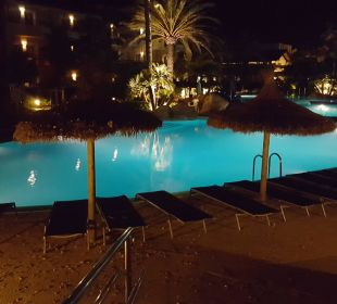 Pool am Abend allsun Hotel Eden Playa