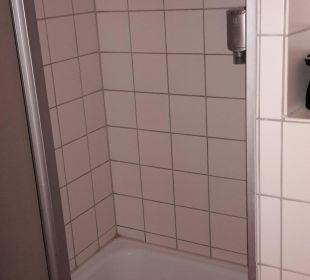 Schöne saubere Dusche Victor's Residenz Hotel Berlin Tegel