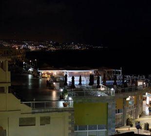 Poolbereich bei Nacht Hotel Atlantic Beach Club
