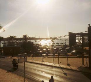Der Blick vom Pool aufs Meer Hotel Osiris