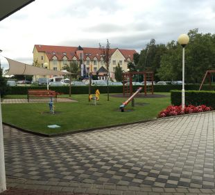 Spielplatz draußen Thermenhotel Kurz