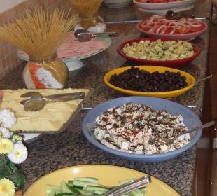 Diverse Salate zum Mittags- & Abendbuffet Club Big Blue Suite Hotel