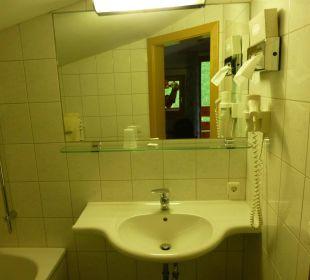 Moderne Einrichtung Badezimmer Zi. 308 Hotel Rustika