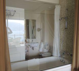 Badezimmer mit Glasscheibe (Ausblick zum Meer) Hotel Grecotel Eva Palace