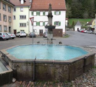 Brunnen hinter dem Rathaus Hotel Landgasthof Rebstock