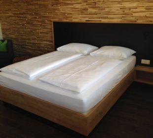 Unser Bett (zu klein für 2 Erwachsene) Hotel FIVE