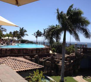 Über die Poloanlage auf das Meer Lopesan Villa del Conde Resort & Spa