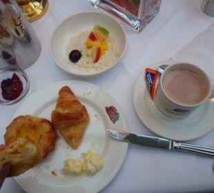 Supergute Croissants, Birchermüsli, frische Früchte Hotel Colosseo Europa-Park