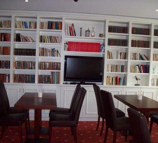 Lounge mit Bibliothek und Tee-/ Kaffeeküche Hotel Villa Gropius