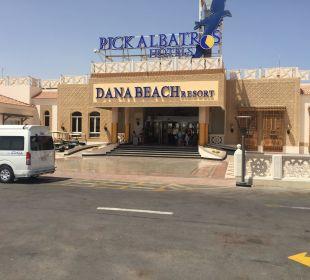 Eingang Dana Beach Resort