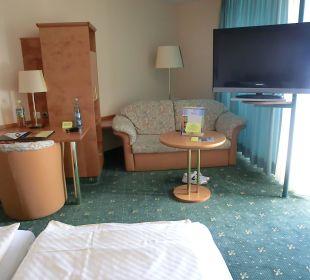 Großer Schlafbereich mit Schreibtisch und Sitzecke Ringhotel Roggenland