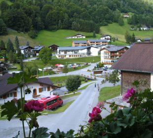 Blick ins Dorf vom Familienzimmer Hotel Silbertal
