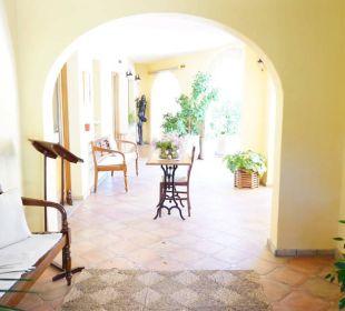 Überall alte Möbel S'Arenada Hotel