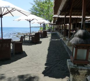 Restaurant am Strand mit super nettem Personal Hotel Matahari Beach Resort & Spa