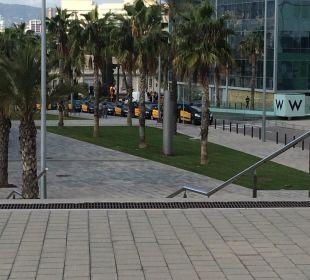 Vor dem Hotel W Barcelona Hotel
