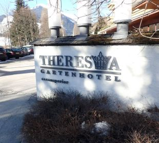 Einfahrt Gartenhotel THERESIA