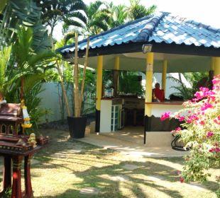 Bar mit Geisterhäuschen Phuket Lotus Lodge