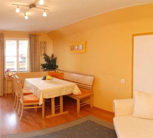Moderner Wohnraum mit Sitzecke Apartment Hotel Bio-Holzhaus Heimat