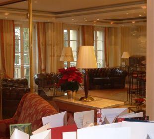 Lobby mit Raucherzimmer Relais & Châteaux Hotel Bayrisches Haus