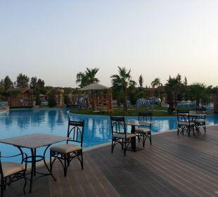 Abendessen oder Snacks am Pool möglich Jungle Aqua Park