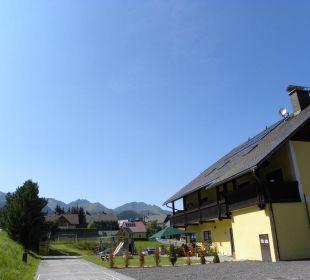 Gasthofterrasse mit Spielplatz Hotel Lanz