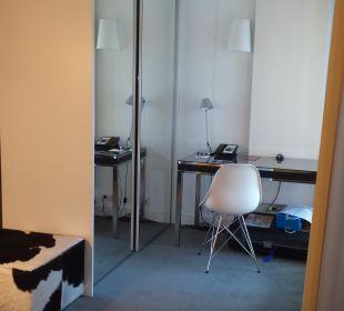 Schreibtisch Adina Apartment Hotel Berlin Hackescher Markt