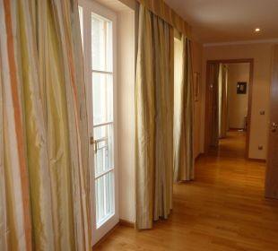 Suite -Blick vom Wohnzimmer bis Schlafzimmer  Relais & Châteaux Hotel Bayrisches Haus