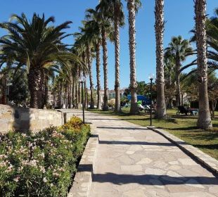 Weg vom Hotel zum Strand Barut Arum