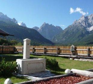 Garten mit Kneippparcour Biovita Hotel Alpi