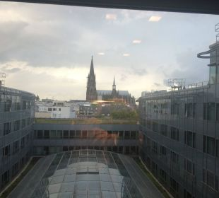 Blick vom Aufzug auf den Dom - im Zentrum von Köln Dorint Hotel am Heumarkt Köln