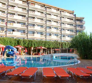 Pool area Hotel Berlin Green Park