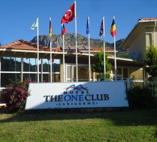 Vorderansicht des Hotels The One Club Hotel