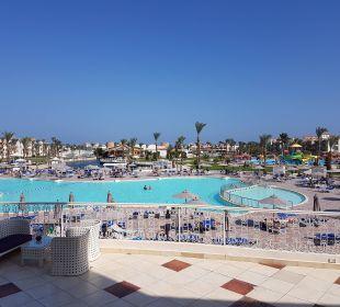 Poolanlage bei Tage Dana Beach Resort