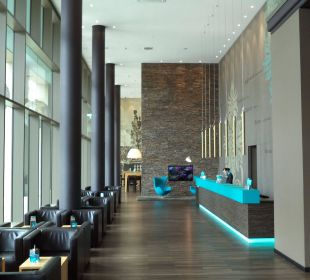 Lobby Motel One Dresden am Zwinger