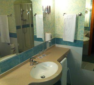 Nettes Und Sauberes Badezimmer