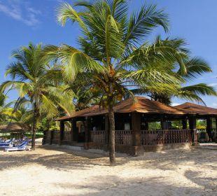 Strandbar vom Strand aus Hotel Holiday Inn Resort Goa